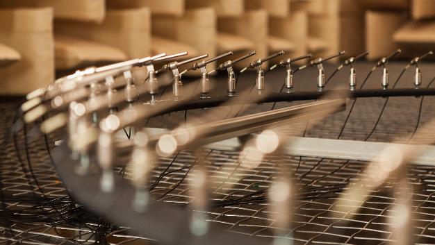Mikrofon-Ring-Array – Dank intelligenter akustischer Messtechnik ist die gezielte Schallaufnahme auch in lauten Umgebungen möglich