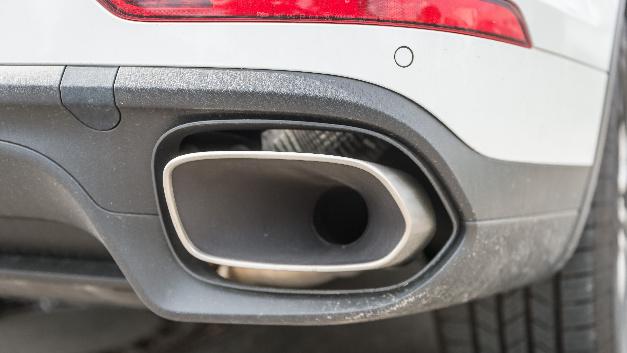 Im Abgasskandal durchsuchen Staatsanwälte und Einsatzkräfte der Landeskriminalämter Baden-Württemberg und Bayern mehrere Objekte des Autobauers Porsche.