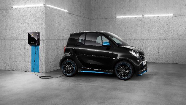 Der neue smart EQ fortwo/forfour von Daimler ist das erste Elektrofahrzeug in Serie, das »Plug&Charge« unterstützt.