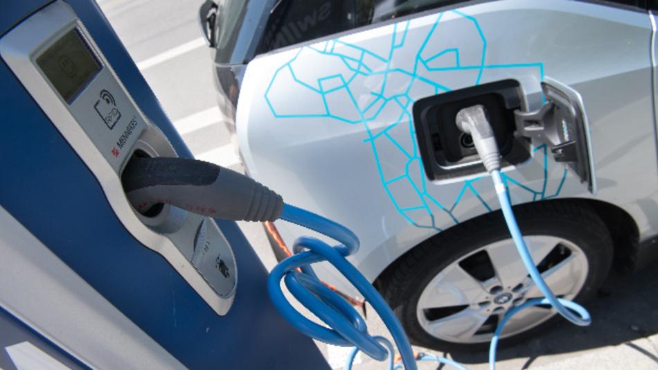 Am Wochenende können die Besucher mehr als 100 Autos mit Elektro- oder Hybrid-Antrieb sowie E-Bikes und Drohnen testen und erfahren den neuesten Stand der Technik.