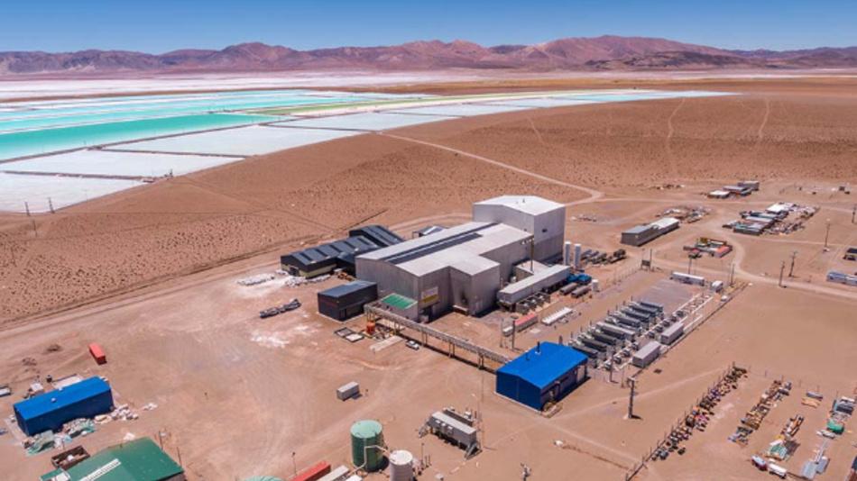Lithium ist ein begehrter Rohstoff, weil Batterien für E-Autos nicht ohne ihn auskommen. Im Bild ist ein Werk zur Lithiumgewinnung in Argentinien zu sehen.
