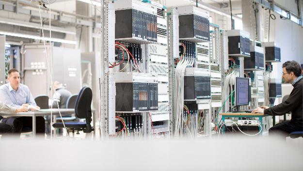 Auf der diesjährigen Achema stellt Hima die laut dem Unternehmen weltweit erste einheitliche Lösung vor, die Safety und Security verbindet, indem Hard- und Software einheitlich aufeinander abgestimmt sind.