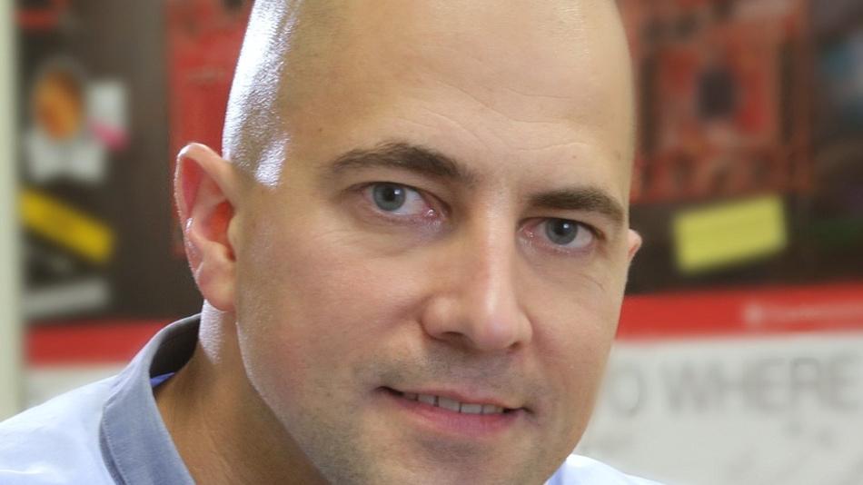Elektroingenieur Tobias Leisgang arbeitet bei einem großen Halbleiterhersteller bei München.