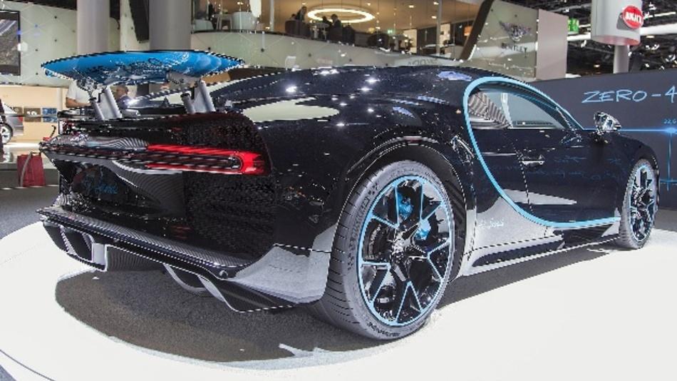 Der Supersportwagen Bugatti Chiron  mit interessanter Heckansicht
