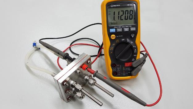 Die Protonenbatterie des RMIT verbindet einen Elektrolyseur mit einer Brennstoffzelle.