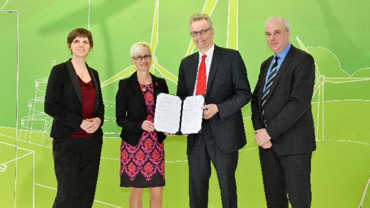 Prof. Dr.-Ing. Ulrike Klewer, Prof. Dr. Anke Kaysser-Pyzalla, Prof. Dr. Karsten Lemmer und Bernhard Milow