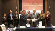 Tao Min, Vice President der NARI Group Corporation und Peter Kellendonk, 1. Vorsitzender der EEBUS Initiative bei der Signatory Ceremony zum offiziellen EEBUS-Beitritt des Tochterunternehmens der State Grid Corporation of China am 19. April 2018 in P