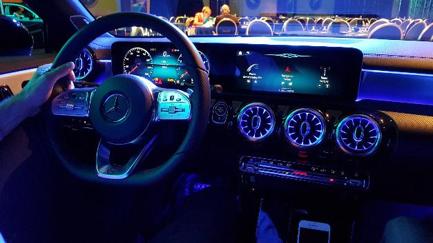 Das MBUX-System der neuen Mercedes-Benz A-Klasse setzt derzeit den Standard für die Sprachbedienung im Auto.