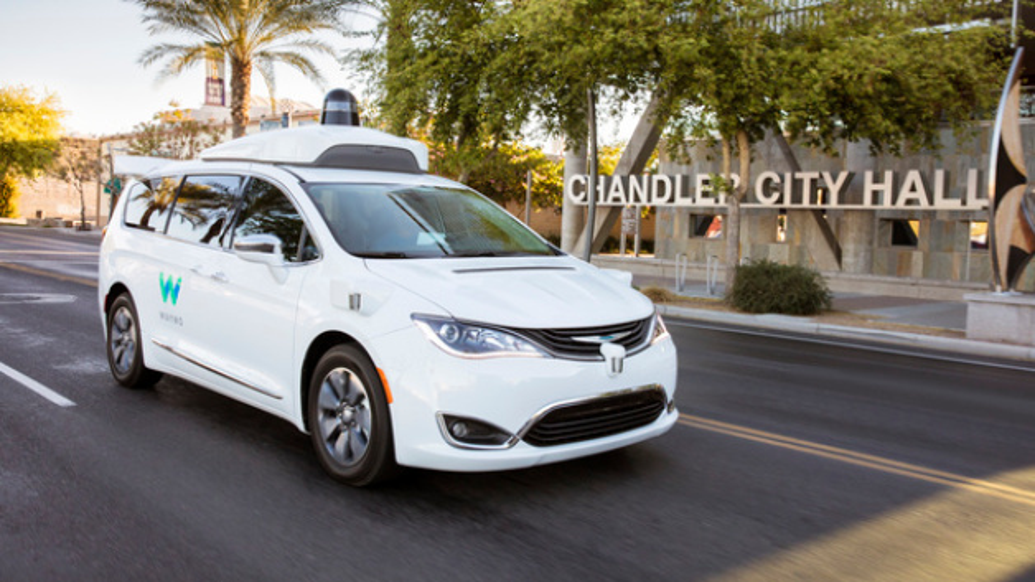 Ein autonom fahrendes Auto von Waymo in Chandler/Arizona