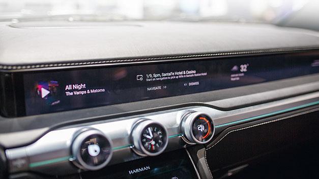 Das digitale Cockpit lässt sich individuell an die Fahrerwünsche anpassen.