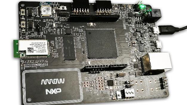 HANI nutzt die integrierte LCD-Steuerung des LPC54618 Mikrocontrollers von NXP