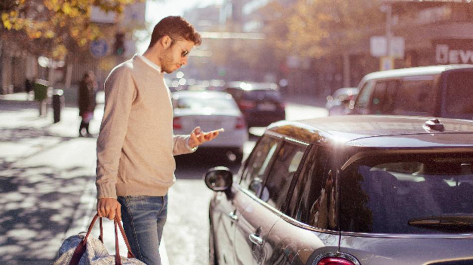 MINI Sharing ermöglicht das Car-Sharing mit bis zu zehn ausgewählten Personen.