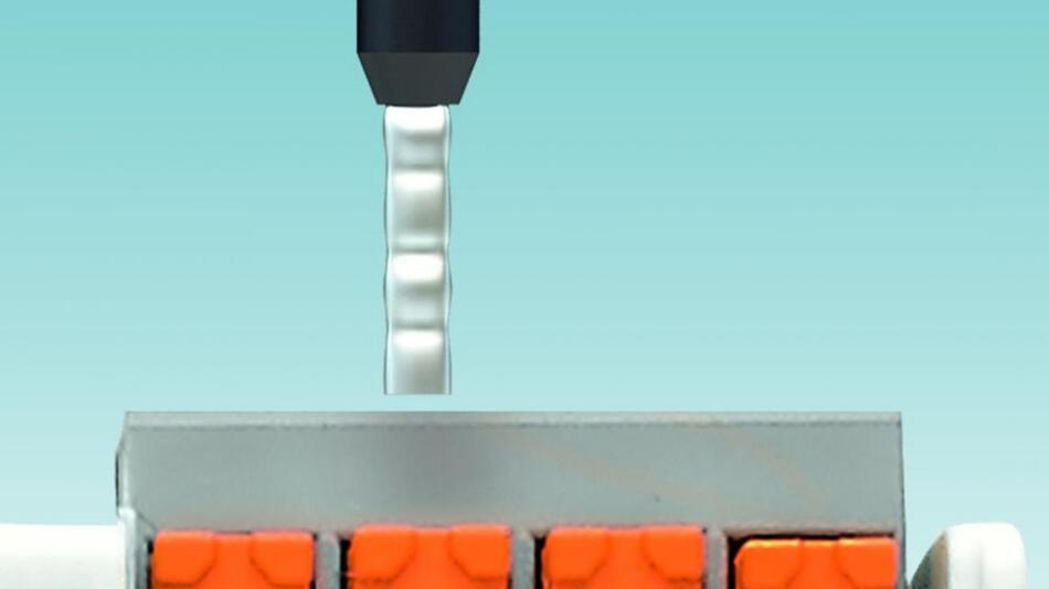Bild 2: Die Push-in-Anschlusstechnik ermöglicht eine schnelle und werkzeuglose Verdrahtung der Stromversorgung.