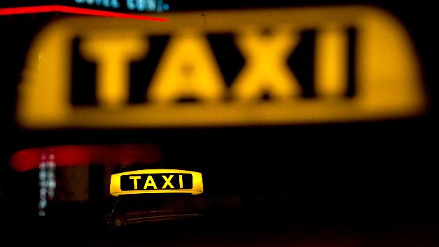 Die meisten Taxis sind nach wie vor mit Verbrennungsmotoren ausgestattet, Eletrotaxis gibt es kaum.
