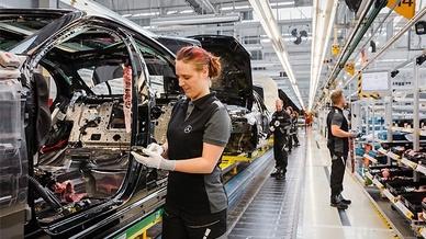 Montage der S-Klasse bei Mercedes Benz