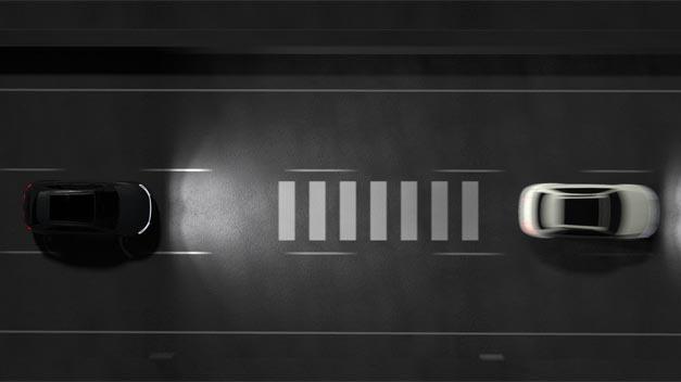 Das eSync-System ermöglicht Automobilherstellern, individuelle Features anzubieten. Zum Beispiel lässt es sich nutzen, um neue Premium-Features, wie einen lichtbasierten  Abstands-Assistenten, in den fortschrittlichen High-Definition-Scheinwerfern von Hella zu installieren.
