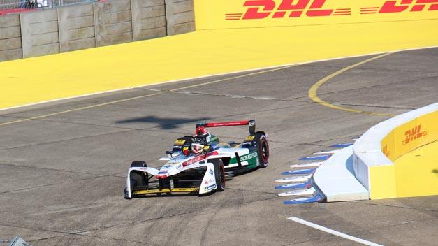 Start-Ziel-Heimsieg für Daniel Abt vom Team Audi Sport Abt Schaeffler beim Formel-E-Rennen in Berlin.