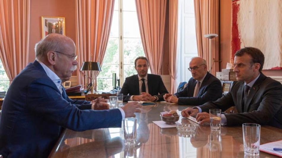 Dieter Zetsche, Vorstandsvorsitzender Daimler und Leiter von Mercedes-Benz Cars, bei einem Treffen mit dem französischen Präsidenten Emmanuel Macron im Élysée-Palast in Paris.