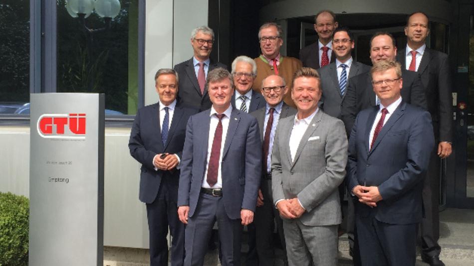 Die Delegationen von ZDK und GTÜ hinsichtlich der Fahrzeug-Untersuchungs-Verordnung (FUV).