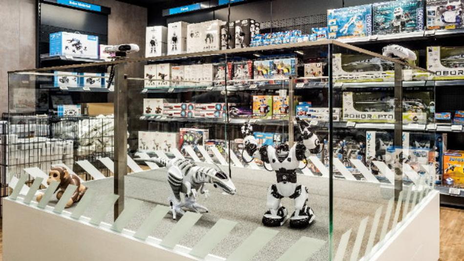 Live erleben: Von einfachen Robotertypen bis zu komplexen, humanoiden Modellen - in der Roboter Demo kommen Kunden der Roboterwelt via Fernbedienung zum Greifen nah.