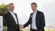 Tomm Karlsen, CEO Micro Matic, (links) und Volker Lazzaro, Geschäftsführer von Mennekes , freuen sich auf das gemeinsame Geschäft.