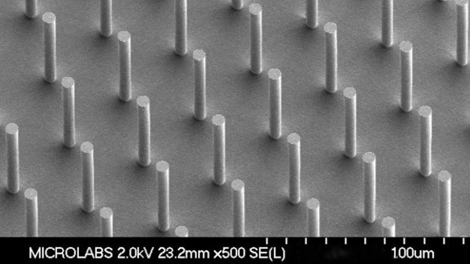 Ein MEMS-Baustein von Sensera: Die Säulen haben einen Durchmesser von 7 nm