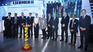 Eröffnungsfeier am 8. Mai 2018 in Aurangabad gemeinsam mit den beiden Gesellschafterinnen Isolde Liebherr und Stéfanie Wohlfarth sowie den Geschäftsführern der Sparte Hausgeräte der Firmengruppe Liebherr.
