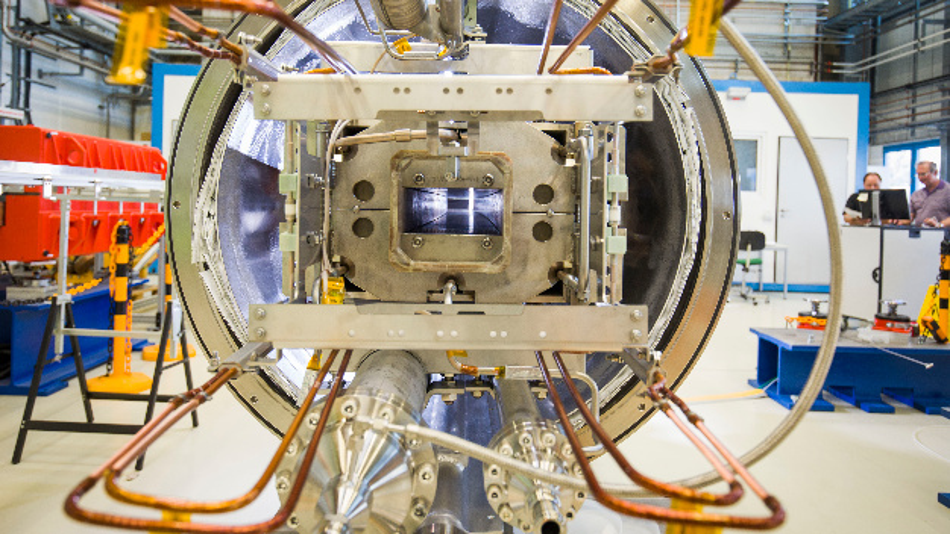 Die ersten von insgesamt 110 Dipol-Magneten für den neuen Teilchenbeschleuniger Fair werden am GSI Helmholtzzentrum für Schwerionenforschung getestet.