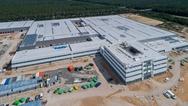 """Der vollständige Umzug der rund 800 Mitarbeiter auf das insgesamt 134.000 Quadratmeter große Grundstück der """"Fabrik der Zukunft"""" ist für Mitte 2020 zu erwarten. Insgesamt investiert Leoni 90 Millionen Euro in den Standort."""