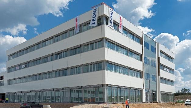 Auf dem 134.000 Quadratmeter großen Grundstück in Roth sind Gebäude mit einer Gesamtfläche von etwa 57.000 Quadratmetern entstanden.