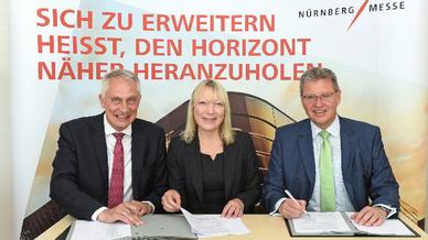 v. l.n.r.:  Martin Roschkowski, Petra Haarburger,  Dr. Roland Fleck