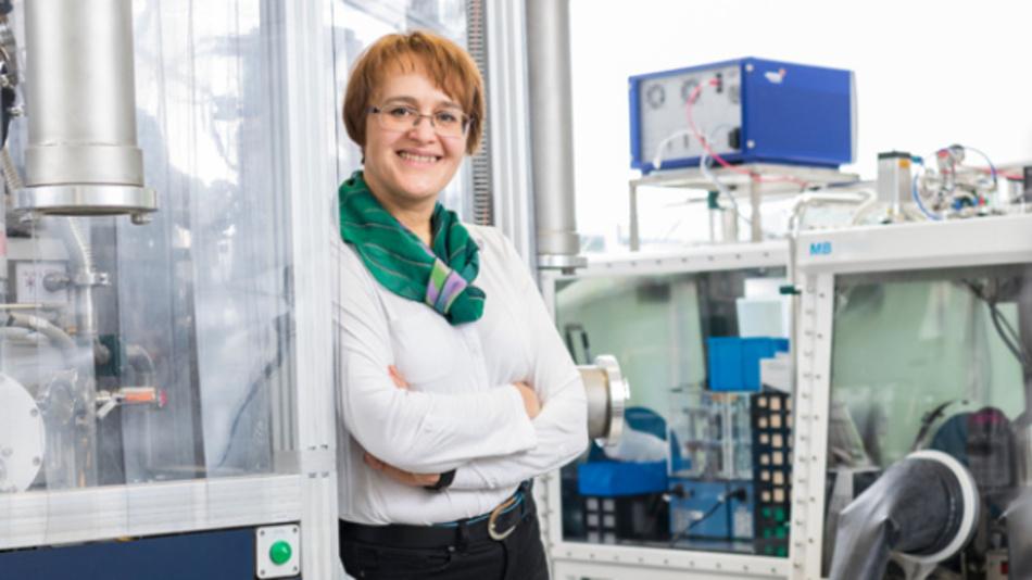 Prof. Dina Fattakhova-Rohlfing vom Institut für Energie- und Klimaforschung des Forschungszentrum Jülich forscht gemeinsam mit Wissenschaftlern aus München und Prag an Nanokomposit-Materialien für Lithium-Ionen-Akkus.