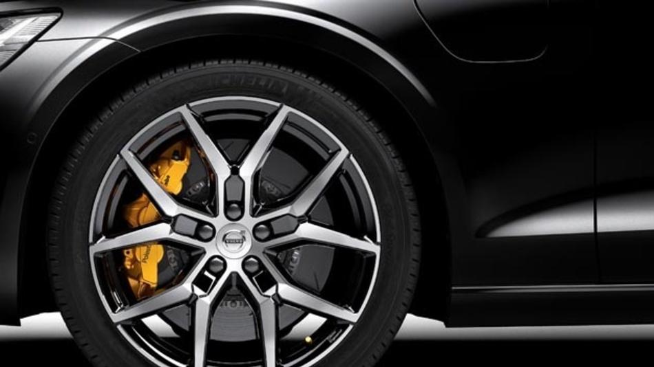 Volvo erweitert sein elektrifiziertes Modellangebot: Unter Polestar Engineered offeriert der schwedische Hersteller künftig ein Performance-Angebot für die Volvo 60er Plug-in-Hybridmodelle mit T8 Twin Engine Antriebsstrang.