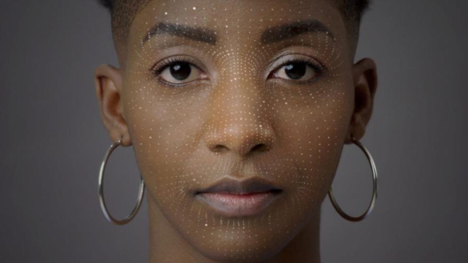 Für die Gesichtserkennung ist eine gleichmäßige Ausleuchtung mit IR-Licht erforderlich.
