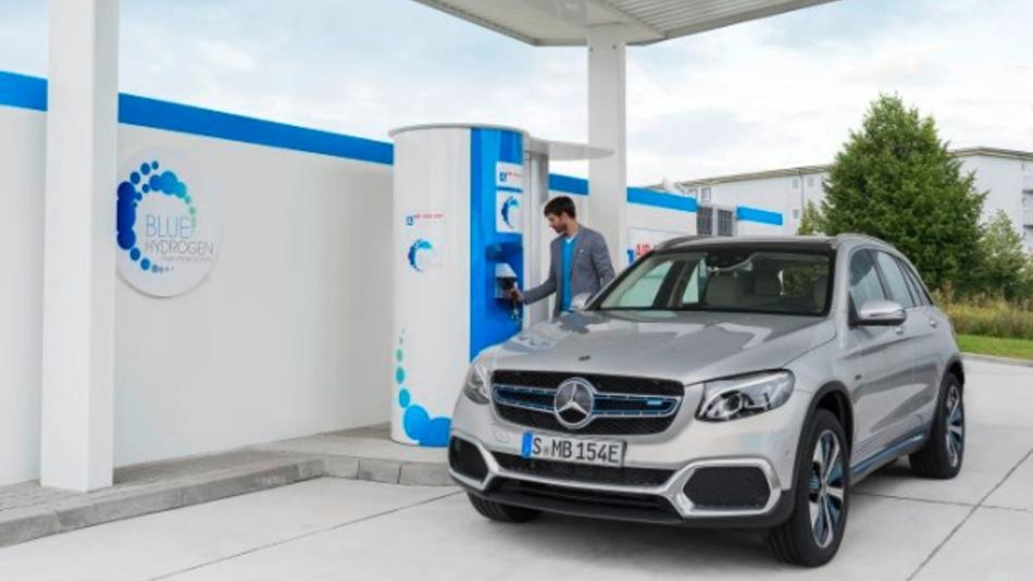 Im Mercedes-Benz GLC F CELL sind Brennstoffzellen- und Batterietechnik kombiniert. Daimler und Ballard haben ihr Joint-Venture in Kanada beendet, Renault und Nissan ziehen sich aus der Brennstoffzellentechnik zurück.