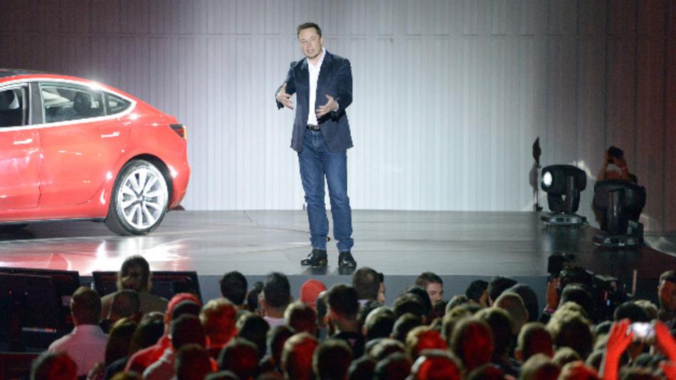 Tesla-Chef Musk wirft Mitarbeitern Sabotage vor.