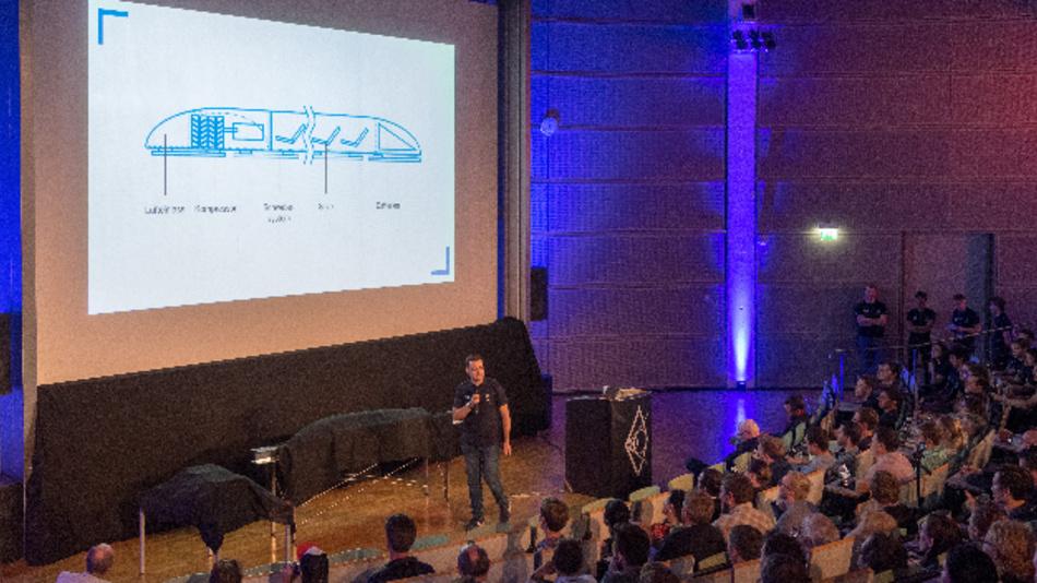 Enthüllung des neuen Hyperloop-Pods der Studierenden der TU München.