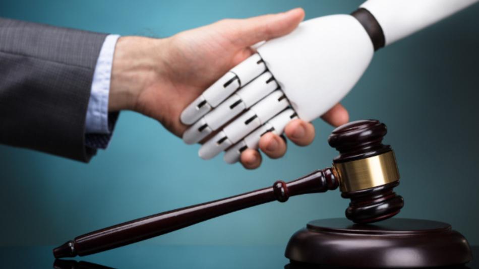 Wer haftet, wenn es zu falschen Entscheidungen durch Künstliche Intelligenz kommt?