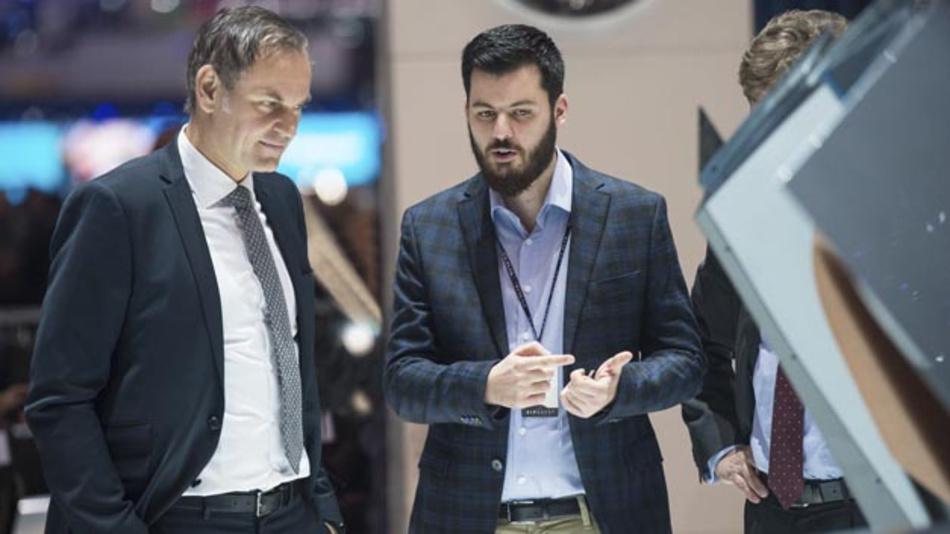 Oliver Blume, Vorstandsvorsitzender von Porsche und Mate Rimac, Gründer und CEO von Rimac Automobili im Gespräch. Der deutsche Sportwagenhersteller beteiligte sich nun mit zehn Prozent am kroatischen Unternehmen.