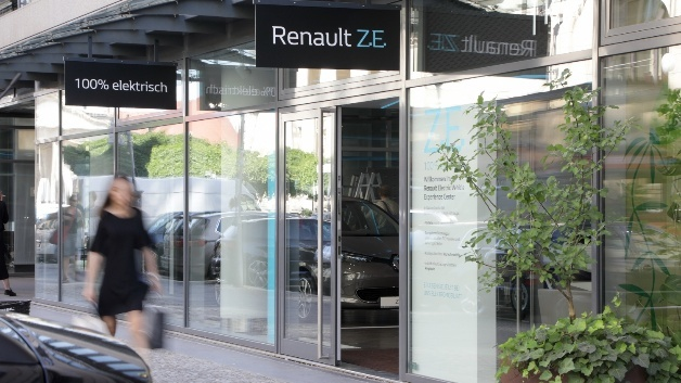 Renault opens a new Electric Vehicle Experience Center in Berlin.