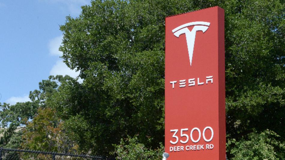 Tesla verklagt Ex-Mitarbeiter wegen angeblicher Sabotage.