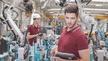 Ingenieure bei der Inbetriebnahme von Robotern_Fotolia, Herrndorff