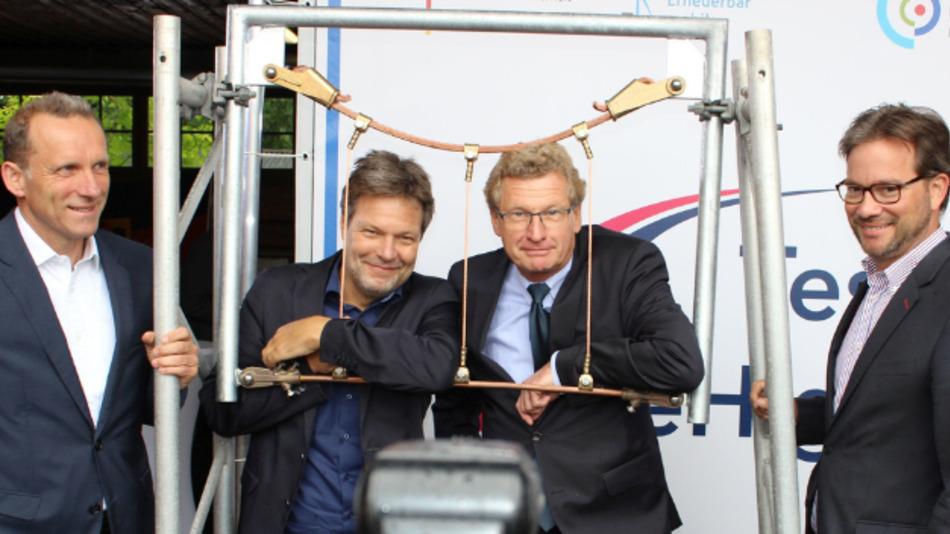 Florian Pronold (rechts) beim Baubeginn in Bad Oldesloe.