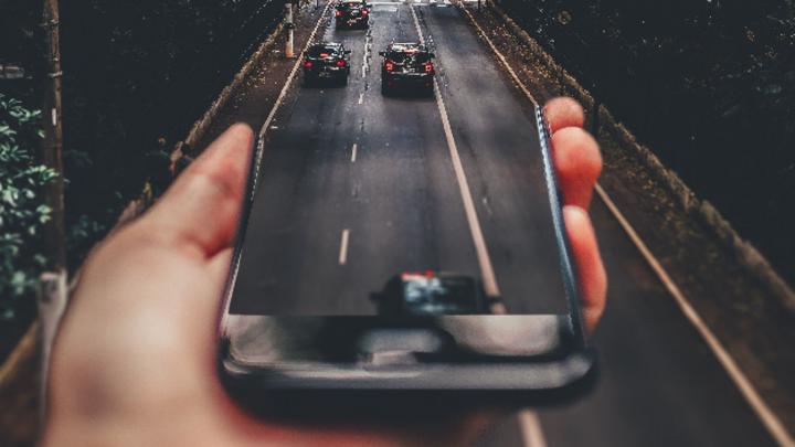 Unterstützung mit Smartphone im Straßenverkehr