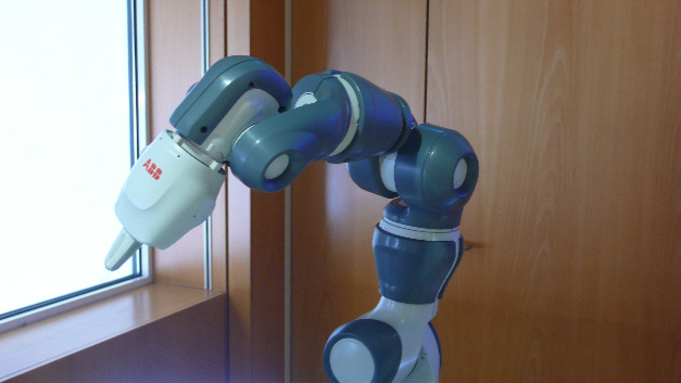 Der Cobot »Single-arm YuMi« von ABB als Ergänzung zum zweiarmigen YuMi