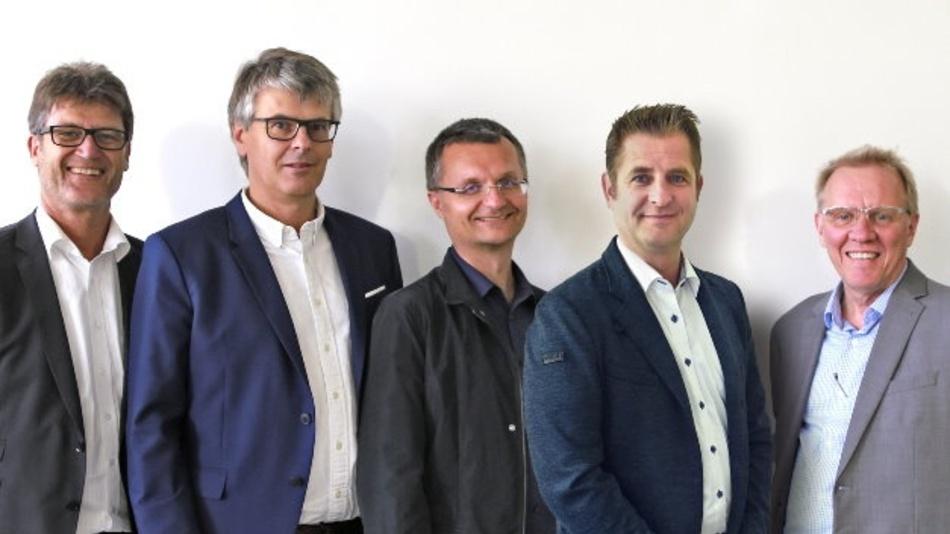 Der neue SGET-Vorstand (von links nach rechts): Wolfgang Eisenbarth (Portwell) als Vorstandsvorsitzender, Christian Eder (congatec) als erster Stellvertreter, Martin Unverdorben (Kontron) als zweiter Stellvertreter, Martin Steger (iesy) als Schatzmeister, Mark Swiecicki (Data Modul) als Sekretär.