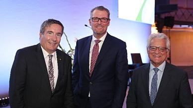 Thomas Bürkle (l.) als neu gewählter Vizepräsident mit seinem Vorgänger Dr. Harry Brambach (r.) sowie mit  Dr. Rainer Dulger, Präsident der Landesvereinigung Baden-Württembergischer Arbeitgeberverbände, der in seinem Amt bestätigt wurde.