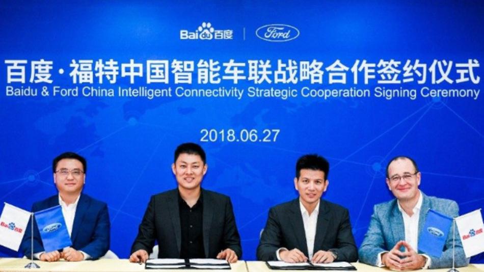 Bei der Unterzeichnung der Absichtserklärung (von links nach rechts): Ya-Qin Zhang (Baidu), Tan Su (Baidu), Robert Hou (Ford) und Peter Fleet (Ford).