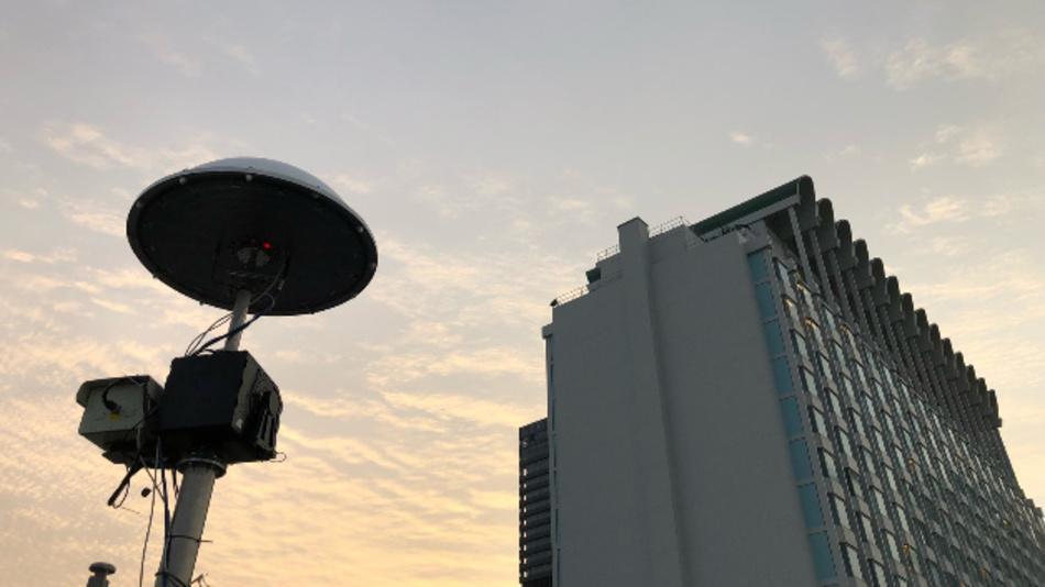 Drohnen-Erkennungssystem »Aartos«: Position, Flughöhe und -richtung von mehreren Drohnen werden anhand der HF-Signale erkannt. Auch die Drohnen-Piloten werden erfasst.