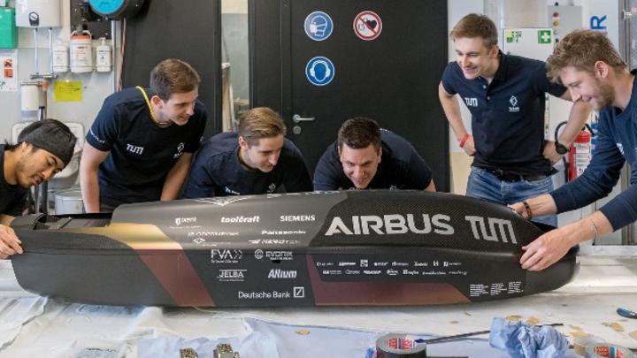 WARR Hyperloop-Team mit dem Pod III